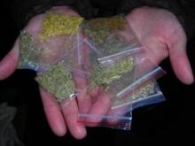 Преступники прятали наркотики в подъездах — за электрощитками