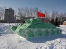 В Набережных Челнах коммунисты установили в парке Победы танк Т-34 из снега