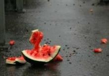 В Набережных Челнах пятеро молодчиков ограбили торговца арбузами
