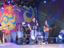 Зрители хором подпевали группе «Любэ»