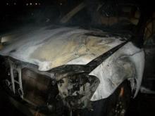 Ночью в Набережных Челнах подожгли 3-летний 'Мерседес'