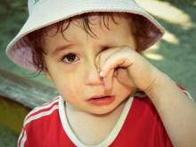 Плачущие дети заманивают сердобольных прохожих в руки преступников?