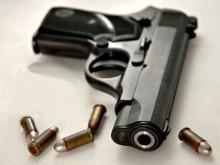 Полицейского из Челнов обвиняют в том, что он подбросил пистолет и патроны топ-менеджеру 'Татнефти'