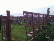 На кладбище в селе Большая Шильна ворота завалили мусором