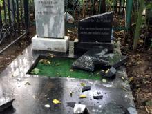 Рустам Минниханов взял на контроль расследование акта вандализма на Ново-Татарском кладбище