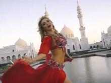 Полуобнаженная татарская певица на фоне мечети вызвала недовольство мусульман