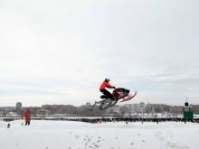 Полеты снегоходов