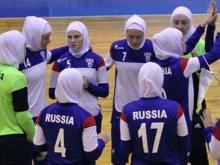 Российские футболистки надели хиджабы, выйдя на матч в Иране