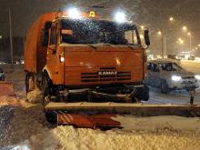 Уборка снега в Набережных Челнах ведется в авральном режиме, но мешают припаркованные машины