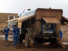Застрявший грузовик Айрата Мардеева вытягивали из грязи три машины (видео)