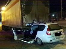 В Татарстане двое мужчин залетели на 'Приоре' под стоящую фуру - пассажир погиб