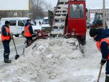 Уберите машины: Дорожники чистят сегодня местные проезды на Мира, Сююмбике и улице Фоменко