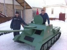 Деревянный танк в подарок ребенку был изготовлен за 2 недели