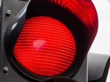 На проспекте Мусы Джалиля женщина пошла на красный свет светофора и была сбита машиной