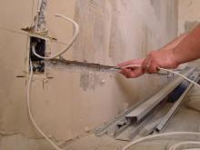 Жителей 2 квартир в доме 38/09 било током из-за плиточников-«шабашников»