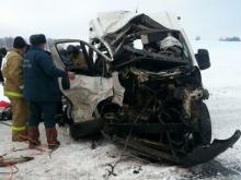 Фура из Татарстана столкнулась в Башкирии с пассажирским микроавтобусом - 2 человека погибли