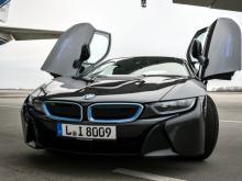 Рустам Минниханов в ФРГ протестировал спортивную 'BMW i8', которая заряжается от розетки (фото)