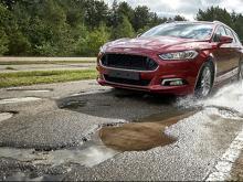'Ford' начинает тестирование системы, которая будет предупреждать водителя о ямах на дороге