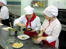 Директор комбината 'Школьное питание' расскажет, чем кормят детей в детсадах и школах Челнов