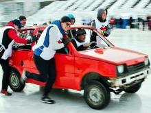 Автомобилями 'Ока', собранными в Набережных Челнах, на Урале играют в кёрлинг (видео)