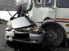 В столкновении автобуса и 'Дэу Матиз' по пути в Раифу погибла водитель легковушки (страшное видео)
