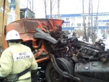 Скончался 33-летний водитель КАМАЗа-бензовоза, врезавшийся утром в припаркованную фуру