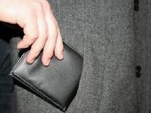 В Набережных Челнах сотрудник фитнес-центра крал деньги из вещей клиентов, оставленных в раздевалке