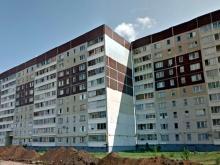 Житель поселка ЗЯБ порезал себе руки и угрожал спрыгнуть с 5-го этажа