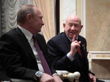 Перед Днем космонавтики Путин посмотрел кино вместе с космонавтами Леоновым и Терешковой