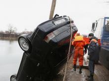 В утонувшем в Волжске автомобиле с тремя погибшими оказался житель Татарстана (видео)