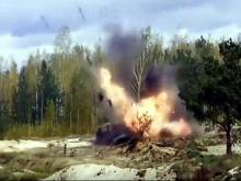 Молодые сотрудники Следственного комитета и ФСБ подорвали на учениях автомобиль 'Ока' (видео)