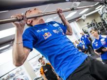 Экипажи гонщиков «КАМАЗ-мастер» выяснили, кто из них сильнее на перекладине