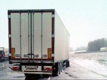 Застрявшему на трассе в Татарстане дальнобойщику никто не помог, кроме автоинспекторов
