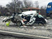 На трассе М-7 во Владимирской области 'Солярис' разнесло в клочья после столкновения с фурой (видео)
