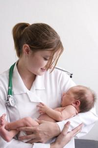 Врачи и новорожденные