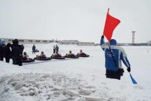 Жены гонщиков команды 'КАМАЗ-мастер' в честь 8 марта сели на карты и соревнуются на картодроме